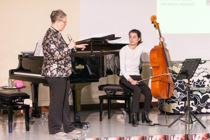 Intervento della violoncellista Giulia Mazza presentata dalla Presidente della F.I.M.prof.ssa Giulia Cremaschi Trovesi