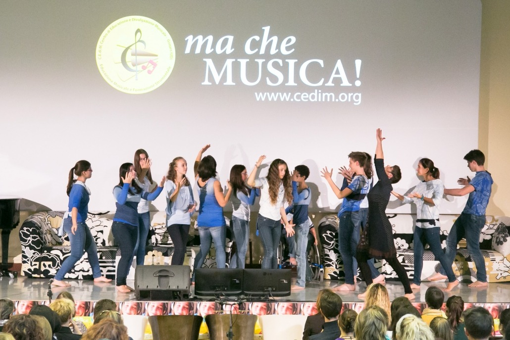 Danzoterapia con il Coro Giovanile CEDiM condotto da Elisabetta Spagnol