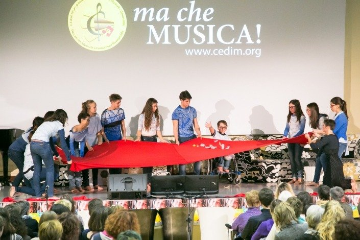 Danzoterapia con il Coro Giovanile C.E.Di.M. condotto da Elisabetta Spagnol