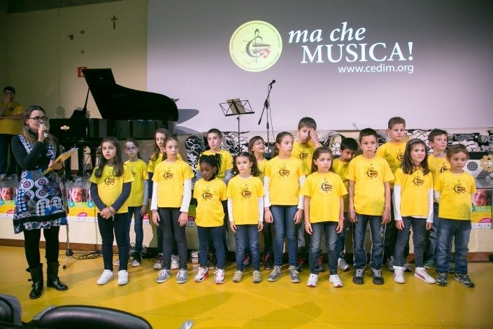 """Esibizione della Corale """"Sidorela"""" progetto gratuito dell'Associazione Musicale C.E.Di.M."""