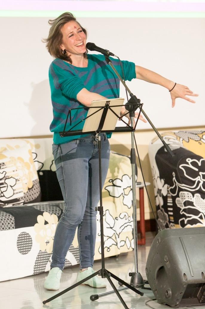 Performance della vocalist Alessandra Bordiga coach per la tecnica vocale moderna