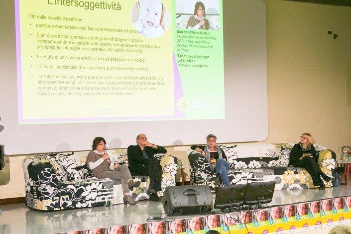 La Dott.ssa Chiara Bulfoni, neuropsichiatra del Gervasutta relaziona suI percorso di sviluppo del bambino: interventi a supporto